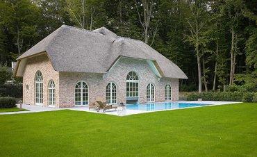 Poolhouse en overdekt zwembad